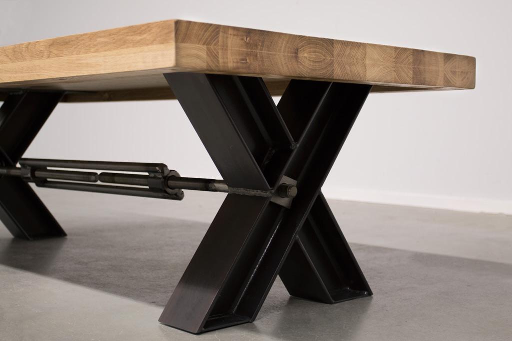 Industriële Salontafel Met Metalen X-Poot Profiel Met Trekstang - Robuust Eiken