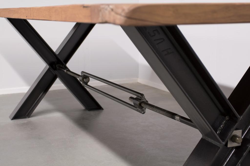 Industriële tafel met metalen X-poot profiel met Trekstang - Oud Eiken