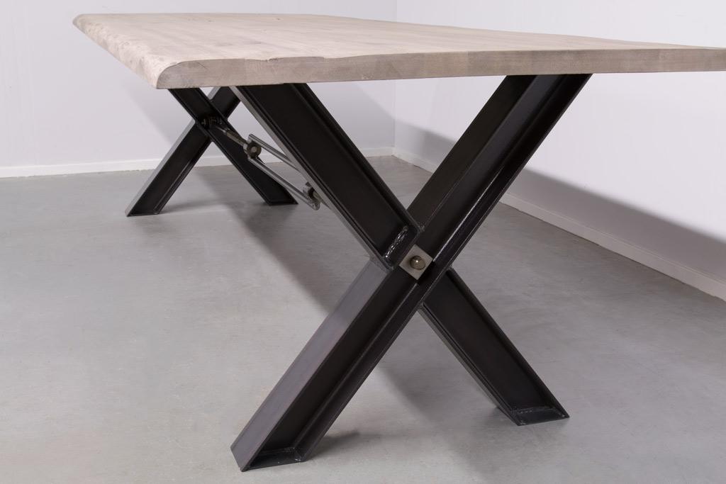 Industriële tafel met metalen X-poot profiel met Trekstang - Boomstam Eiken
