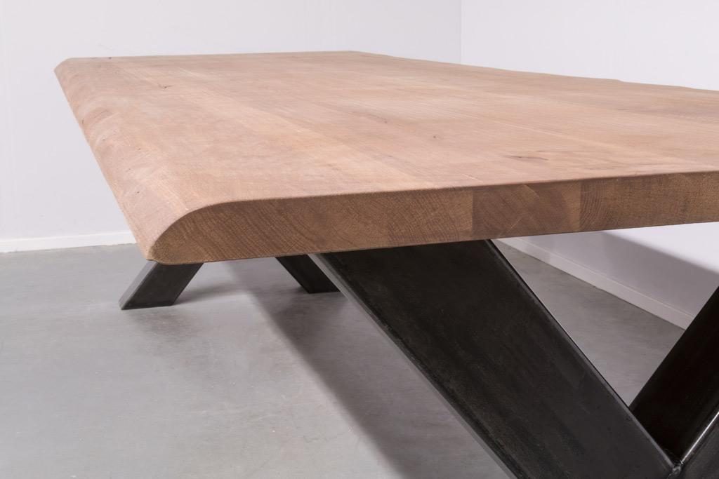 Industriële tafel met metalen X-poot - Boomstam eiken