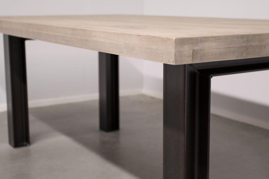 Industriële tafel met metalen N-Poot profiel - Nieuw Eiken