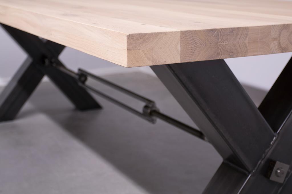 Industriële tafel met metalen X-poot met trekstang - Nieuw Eiken