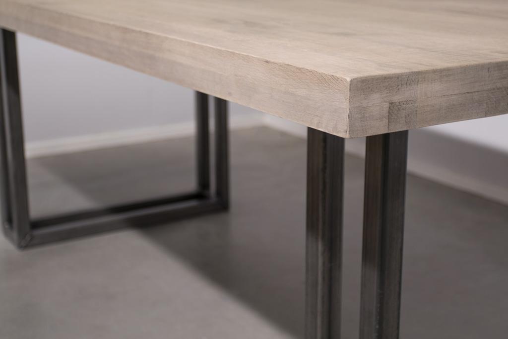 Industriële tafel met metalen U-poot open - Robuust Eiken