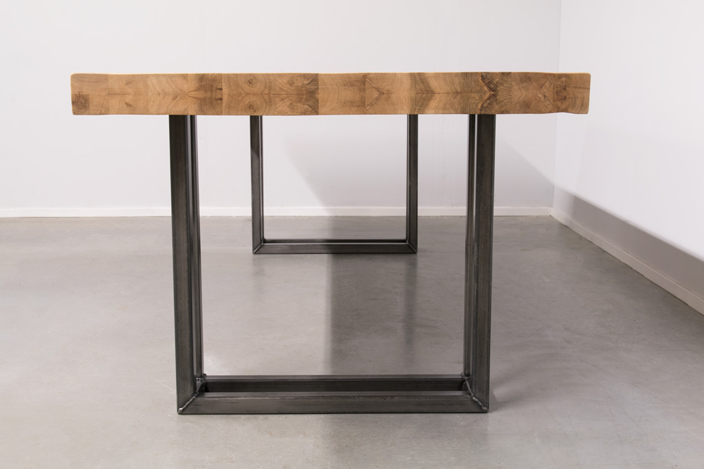 Industriële tafel met metalen U-poot open - Nieuw Eiken