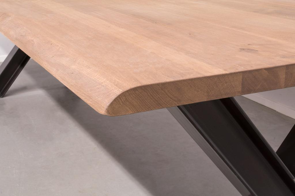 Industriële tafel met metalen X-poot profiel - Boomstam Eiken - Art. 311