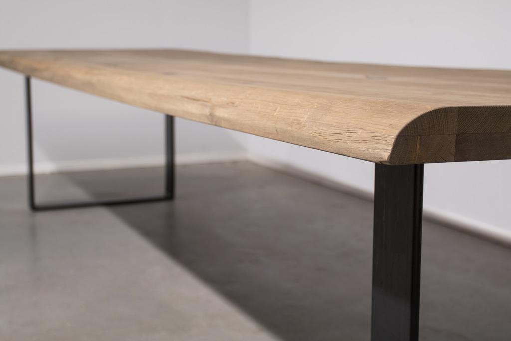 Industriële tafel met U-poot smal - Boomstam eiken