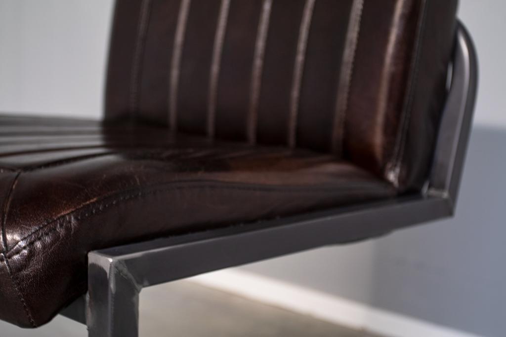 Industriële eetkamerstoel Laura   Hand gepoetst buffelleer   vintage frame