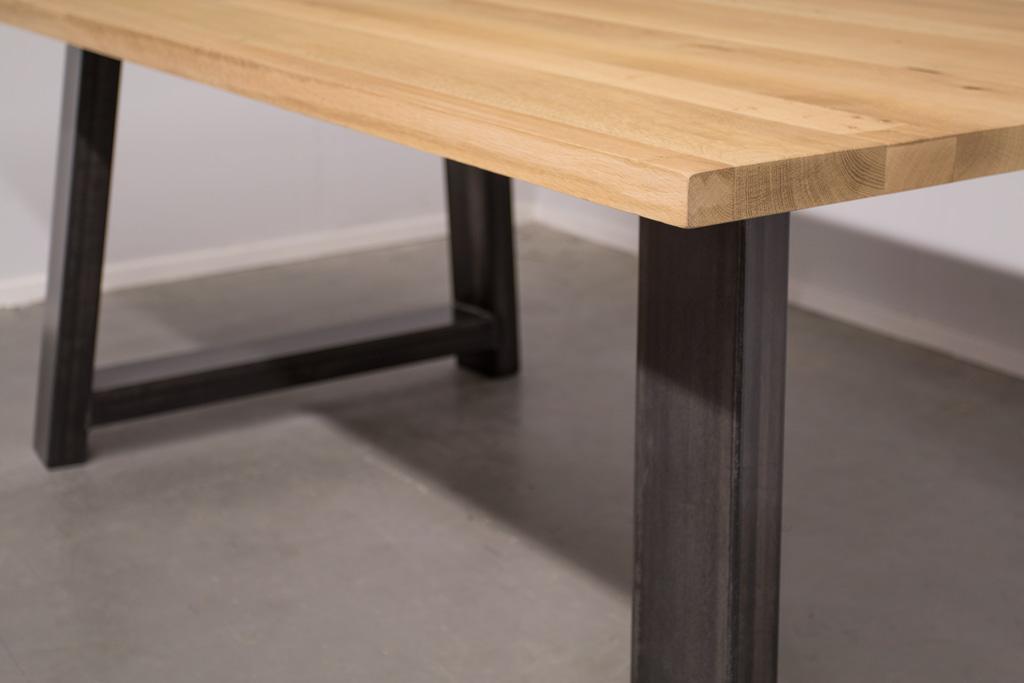 Industriële tafel met A-poot - Robuust eiken