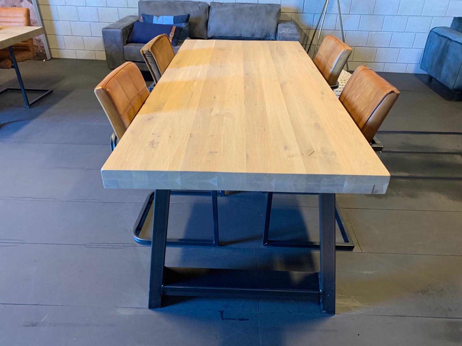 Industriële Eetkamertafel 240x100 cm | Robuust Eiken | Spin-Poot | Industrial Wash