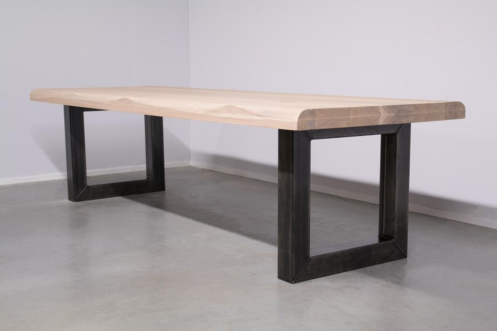 Image of Station7 - Industri?le tafel met O-poot - Boomstam Eiken Hout -
